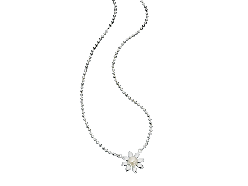 Product standard n3027w   fourth avenue   our silver pearl daisy necklaces    silver   5055067143592